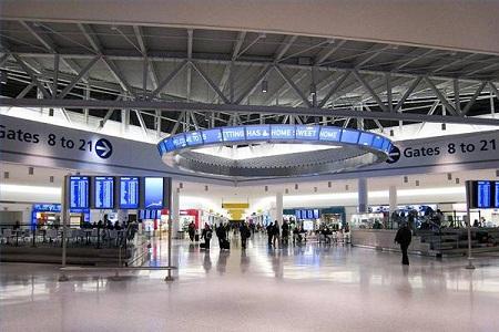 В аэропорту Джона Кеннеди, Нью-Йорк