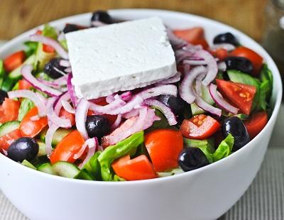 Информация о том, чем питаться путешественнику в Греции: особенности...